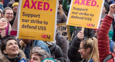 Members of the University College Union (UCU) hold placards as the take part in a protest against their pensions cuts, during a second week of strikes at the University of Bristol, England, 05 March 2018. Photo: Simon Chapman/London News Pictures via ZUMA/dpa